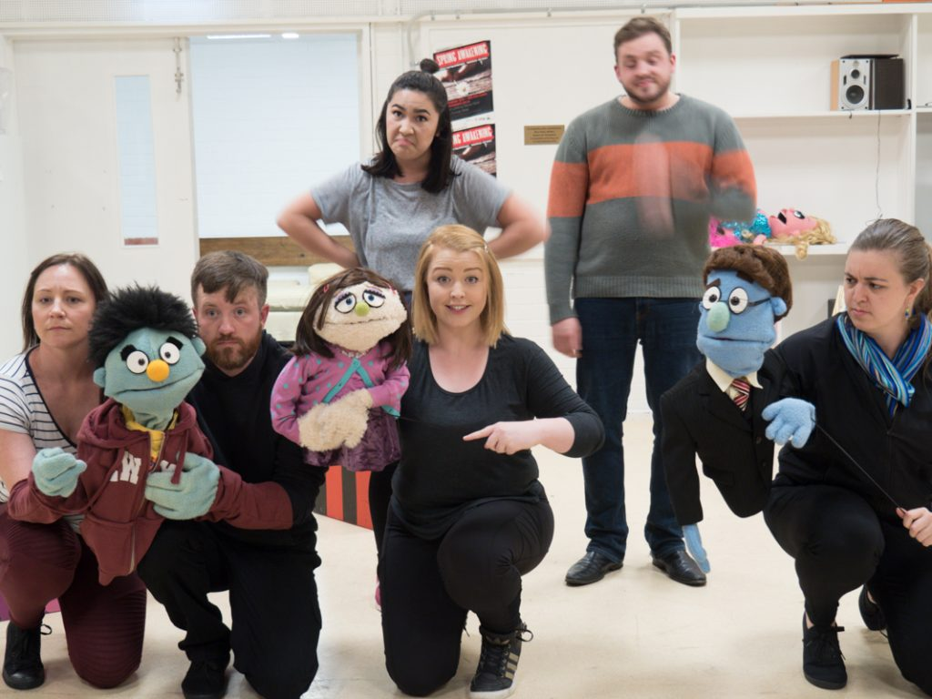 The cast is a mixture of Puppets, puppeteers and 'humans'